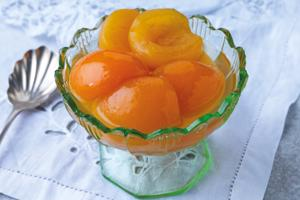 Apricots with Amaretto in Syrup