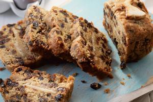 Simnel Loaf Cake